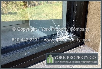 Clean dry paint off of anodized aluminum window frames, we clean off drywall mud on anodized aluminum, wash plaster off of anodized aluminum, remove dry stucco debris particles from anodized aluminum clad window sills.